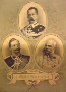 Imágen italiana de la Triple Alianza con los monarcas que la forman: el Rey Humberto I de Italia, el Kaiser Guillermo II de Alemania y el Emperador Francisco José de Austria.