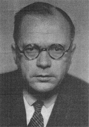 El doctor Edmund Forster, psiquiatra militar, especializado en lo que entonces se conocía como desórdenes histéricos. Murió en 1933, poco después de que su criatura llegara al poder.