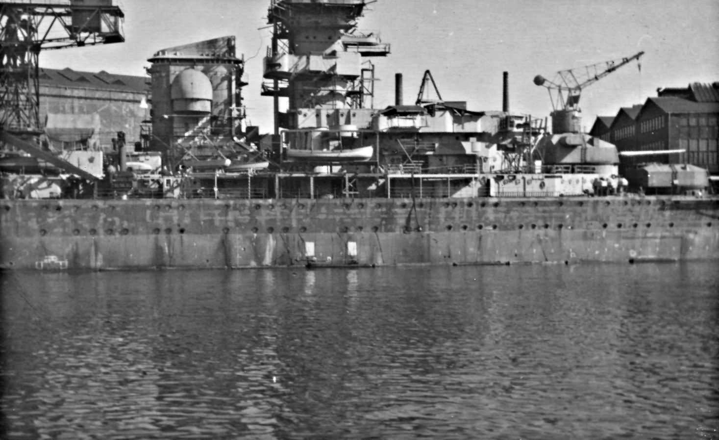 Construyendo las estructuras del Prinz Eugen.