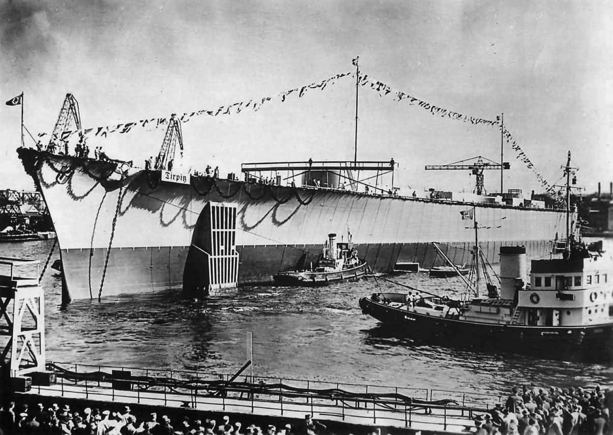 Nadie puede negar que, en efecto, los acorazados eran buques impresionantes: la botadura del Tirpitz.