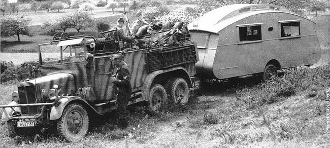 De aspecto no demasiado militar, esta caravana servía de Cuartel General a Pickert en sus traslados para visitar sus dispersas piezas.