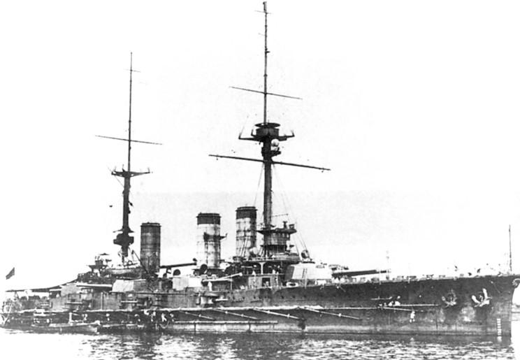 El acorazado Aki, botado en 1904, uno de los grandes buques de la flota nipona de entonces.