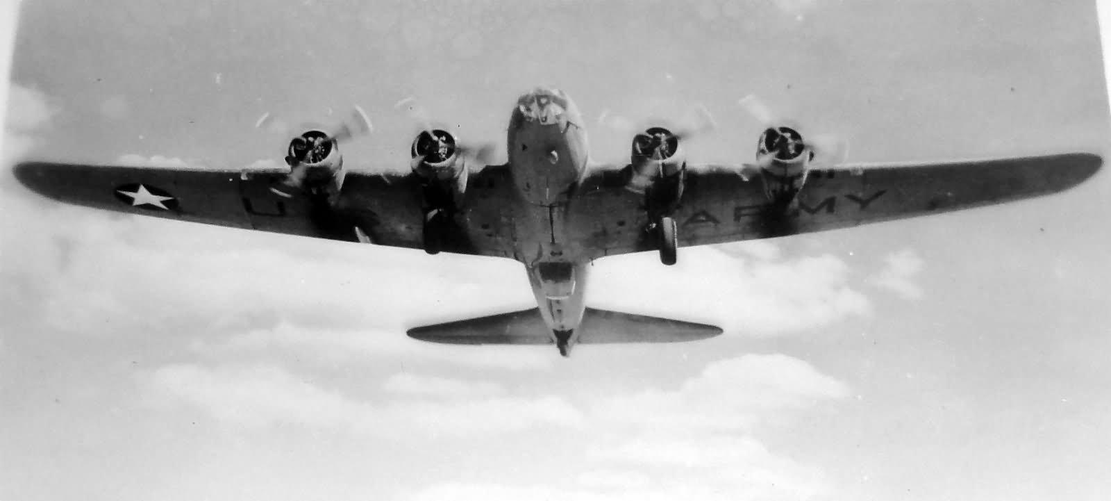 Por su alcance y su capacidad de carga, el B-17 era un arma magnífica con la que atacar las bases japonesas, pero cuando despegó, esa mañana, no fue para eso.