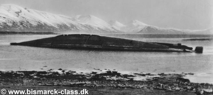 El casco del Tirpitz, tras haber sido hundido, en un fiordo de la costa Noruega. Así terminó la DKM.