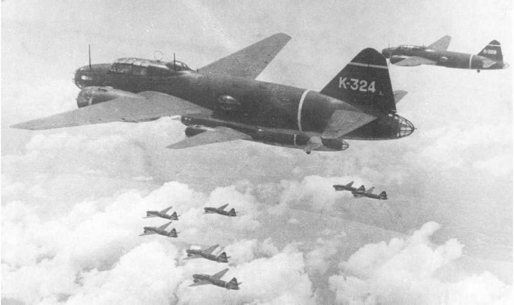 Un grupo de G4M Betty volando en formación