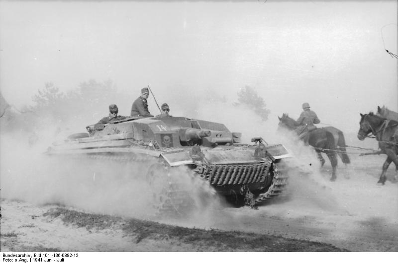Un cañón de asalto Sturmgeschütz. Que duda cabe que al principio todo parecía una gran cabalgada.