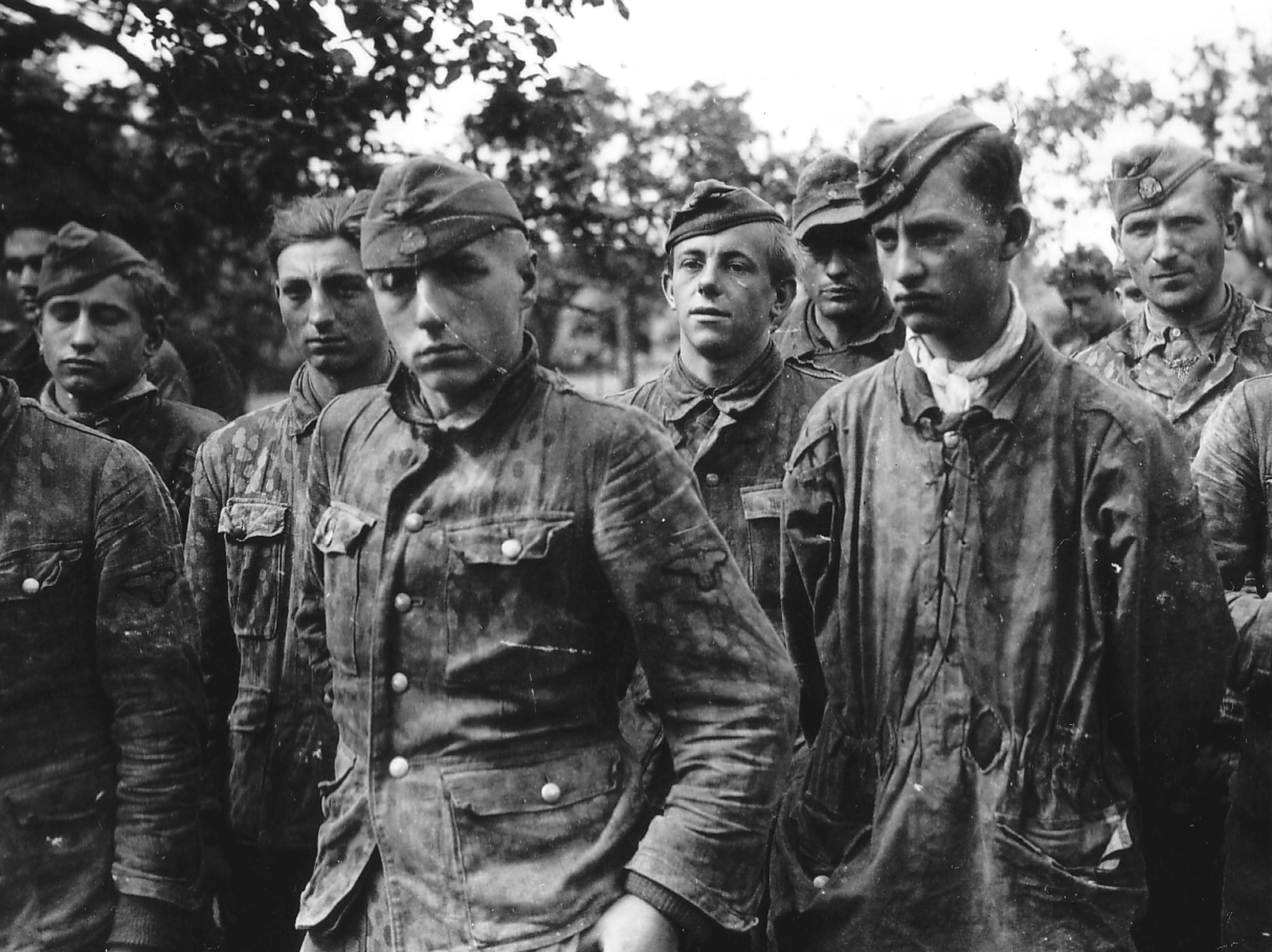 Pero toda gloria tiene su fin, como estos prisioneros capturados en Normandía.