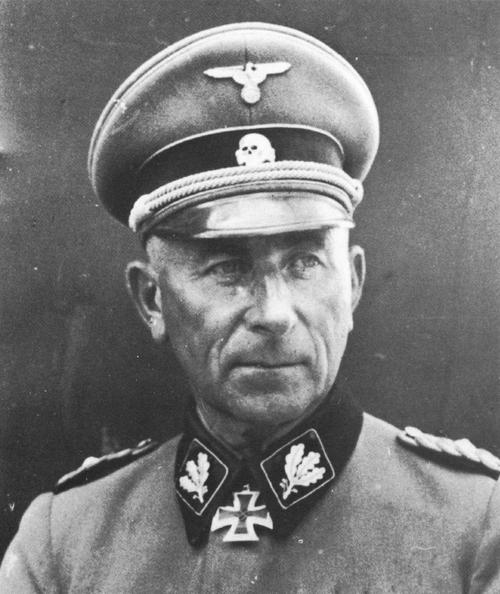 """Paul """"papa"""" Hausser, comandante en Jefe del II Cuerpo Acorazado de las SS"""