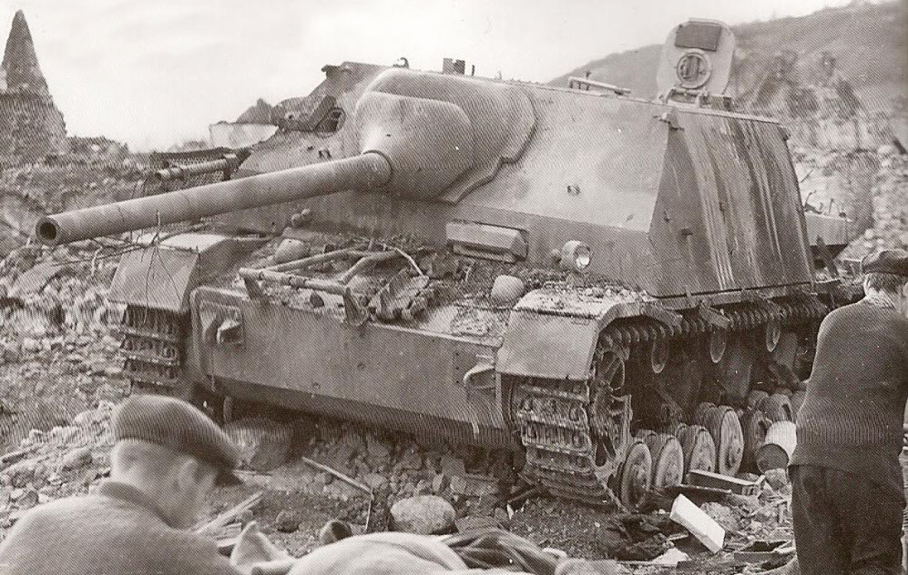 Este cazacarros destruido bien pudo ser uno de los de la 257 Volksgrenadier que combatió en Oberhoffen