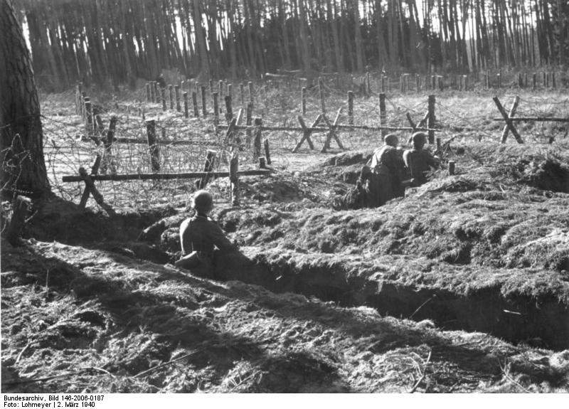 Posiciones alemanas en Scheighofen an der Lauter, a 4 kilómetros de Weissenburg. 2.3.40 Westwall.- LMG-Stellung im Bienwald, Laufgraben und Drahtverhau. Heeresfilmstelle, Bildberichter: Lohmeyer.