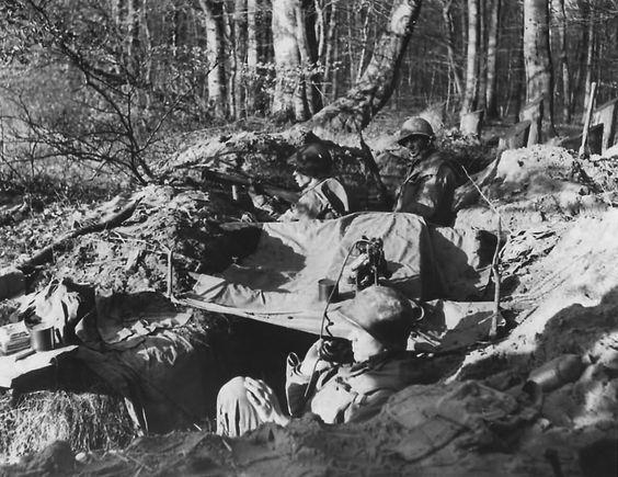 Un puesto de mando en el Bienwald. La densidad de los árboles lo convertía en un lugar poco recomendable para combatir.