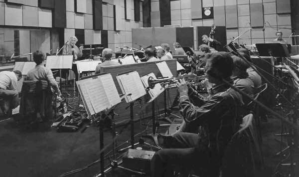 Al fondo podemos ver a Brian Fahey,dirigiendo la Scottish BBC Orchestra
