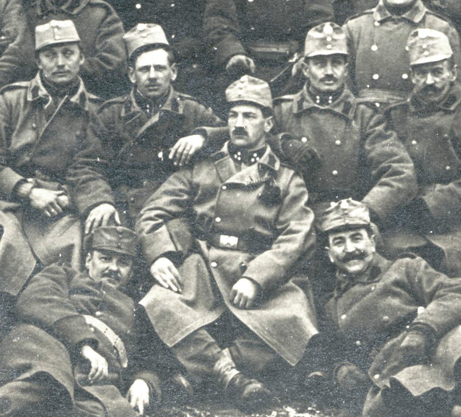 Soldados del kaiserliches und königliches Armee, fotografiados en Viena en 1914.
