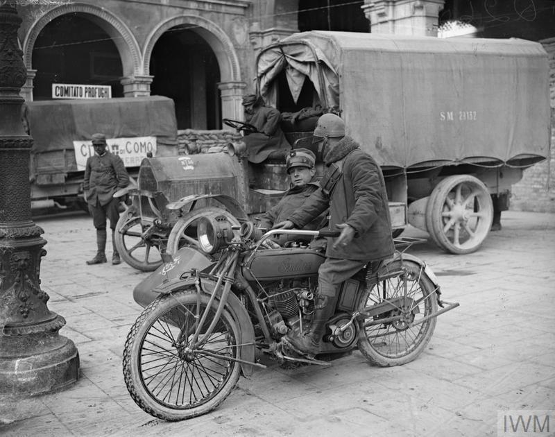 La motorización, como podemos ver aquí, fue una de las grandes innovaciones aplicadas en masa por el Ejército italiano.