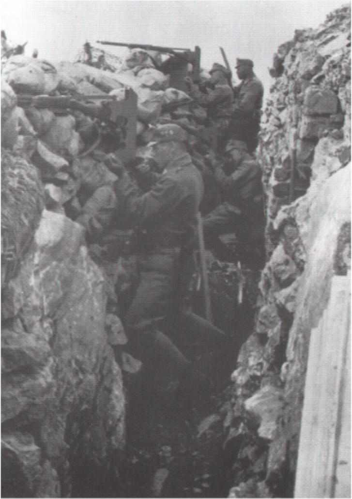 Soldados austro-húngaros en una trinchera del frente.